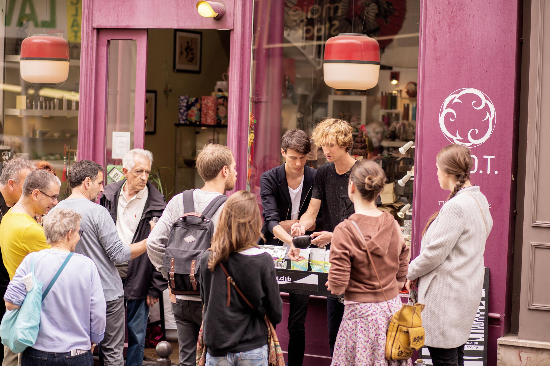 A happy time in Paris on the street with Morimoto Mizudashi