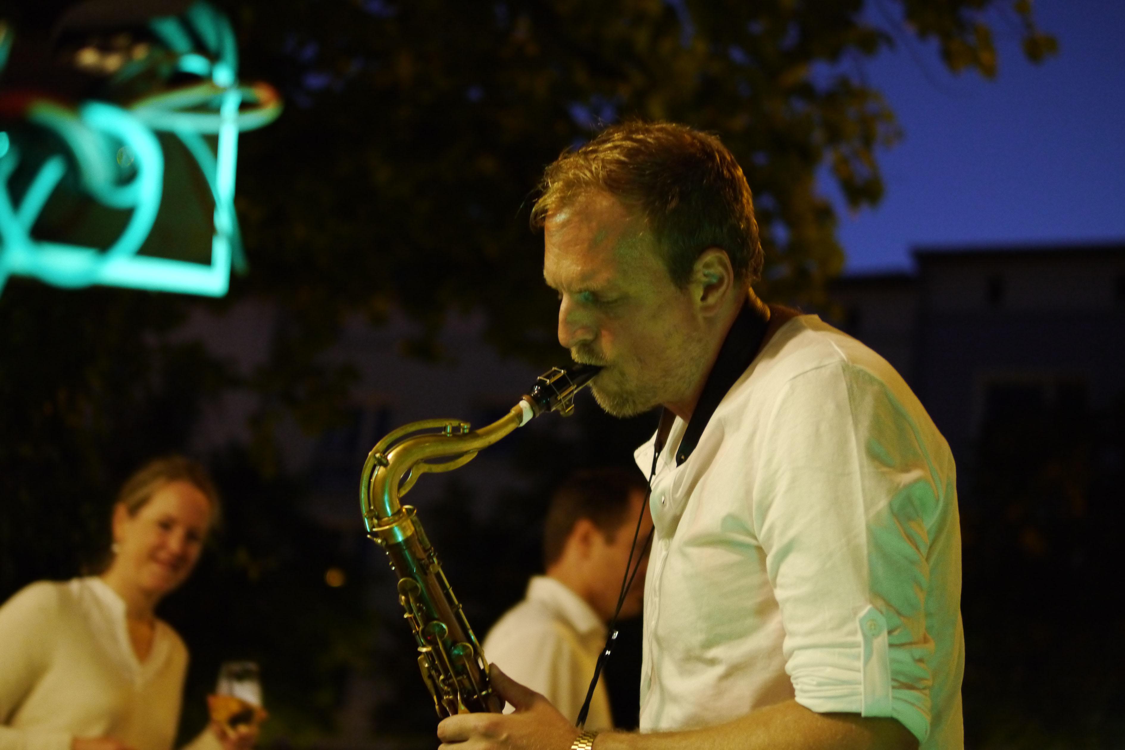 Mimikoto's tenor saxophonist
